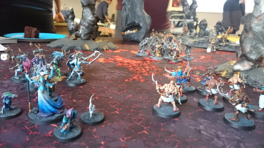 The Tzaangors and Acolytes back off from the onrushing Retributors, screening the Gaunt Summoner.