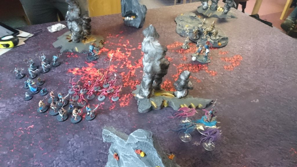 Their weapons out of range, the Stormcast hold their positions as the horde moves forward. The Pink Horrors hurl bolts of magical flame at the Lord-Celestant, wounding him. The Screamers and Herald move fast around the side, ready to threaten on the next turn.
